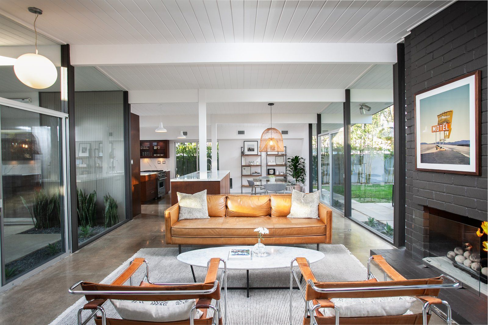 Photo 5 of 19 in A Handsomely Updated Eichler in Southern ...