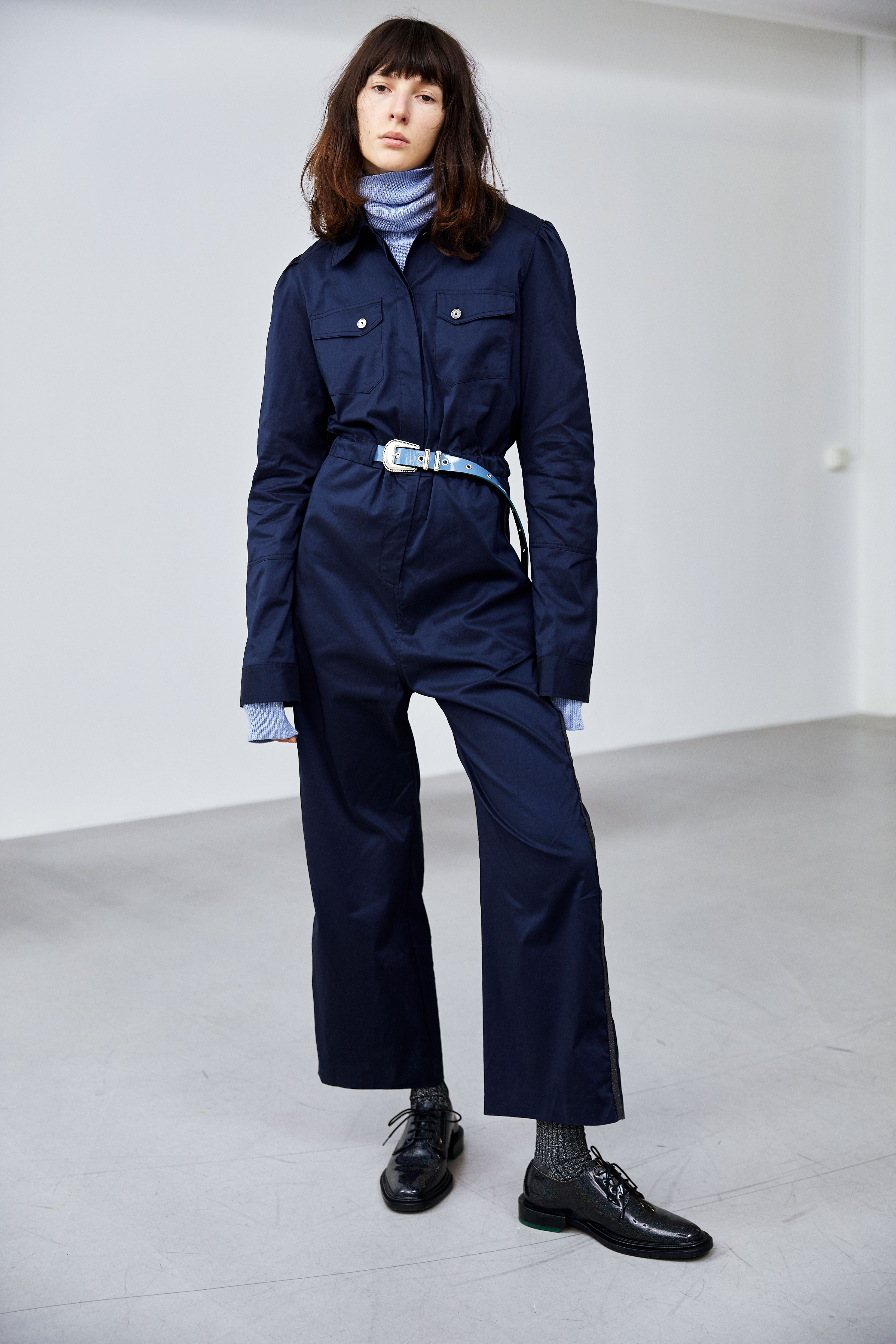 f08c6cf218b Funk Jumpsuit, dark blue // Social Sweater, blue // Sheriff Belt, blue //  Ego Sock, dark grey // Dannie Derby Shoe, glitter //