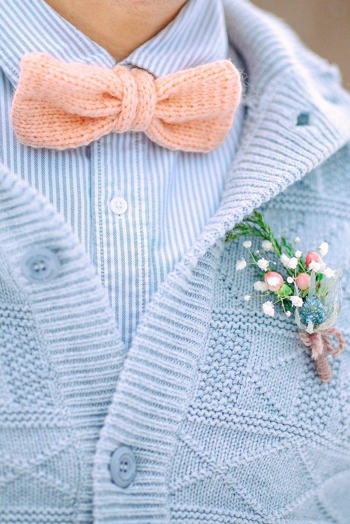 Peach groom bow tie and blue cardigan | fabmood.com #peachbowtie #groom #wedding #winterwedding #outdoorwedding #snow #bride #weddingdress #peach