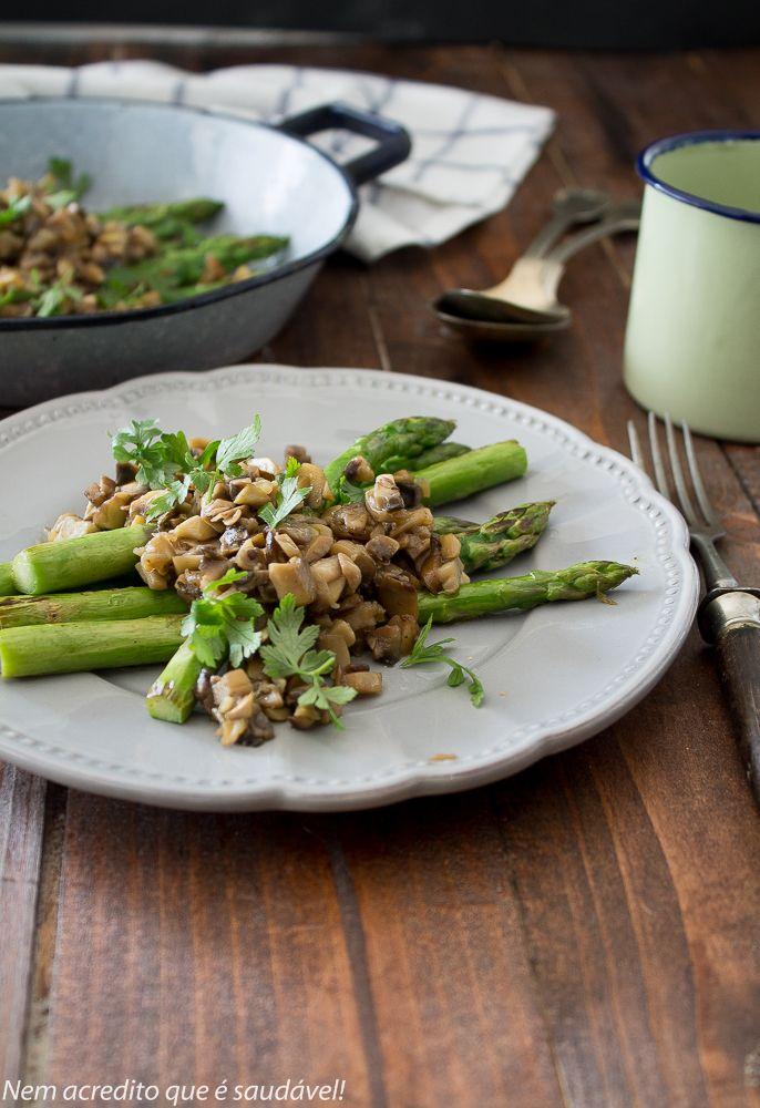 Nem acredito que é saudável!: Espargos com molho de cogumelos. Asparagus with mushroom sauce