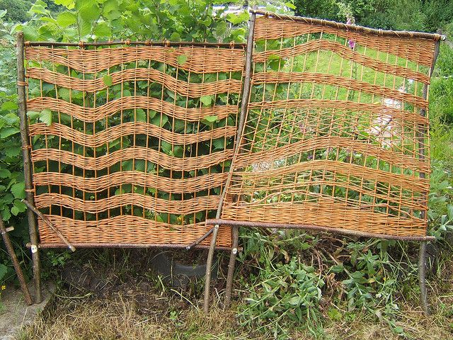 wavey willow trellis Gardens, Garden art and Urban homesteading - paravent garten weide