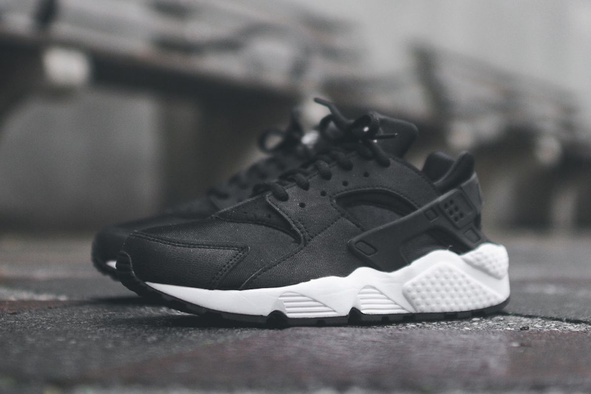 Nike Air Huaraches Black