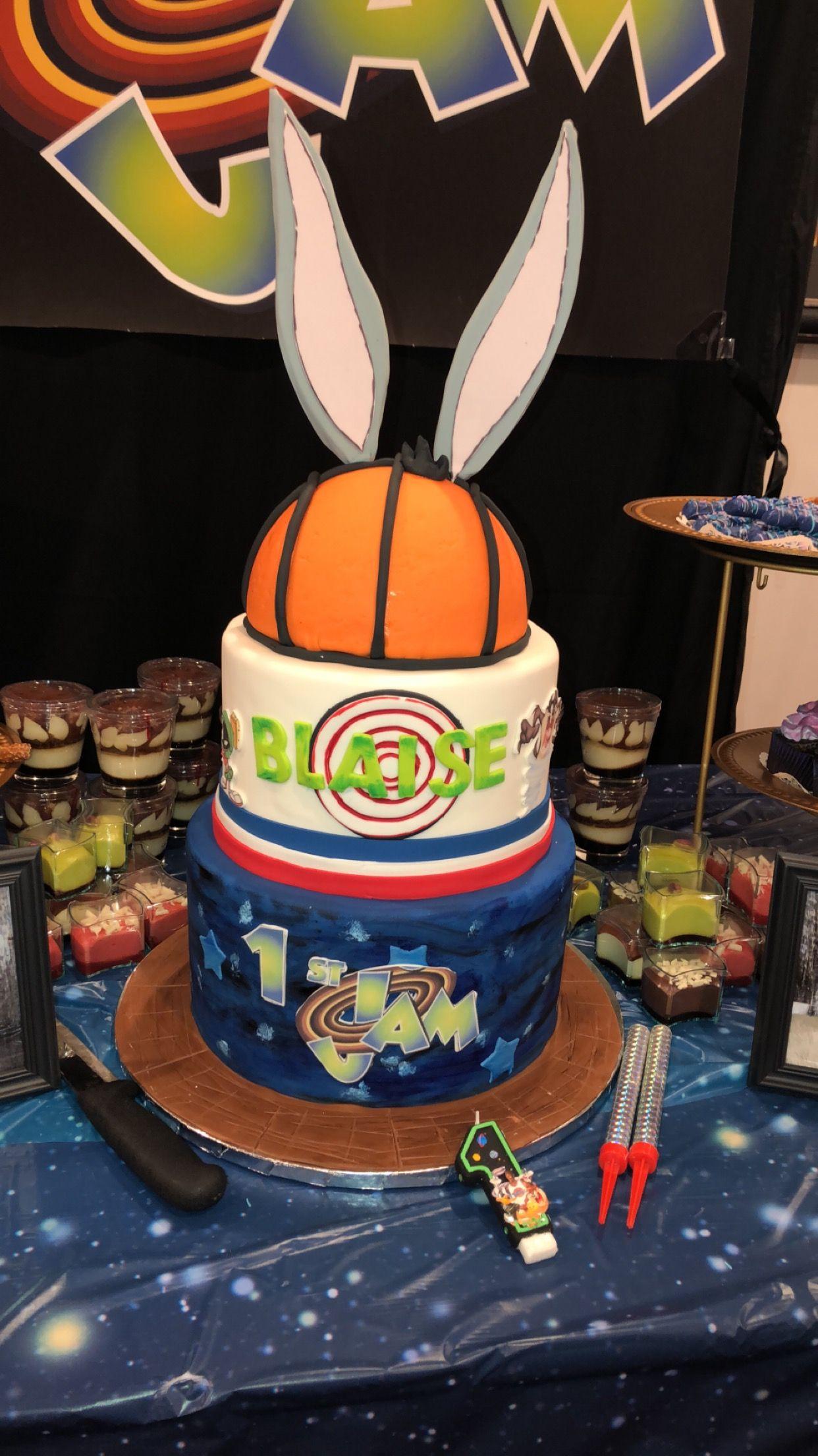 Space jam cake | Basketball themed birthday party, Baby boy 1st birthday  party, Space jam theme