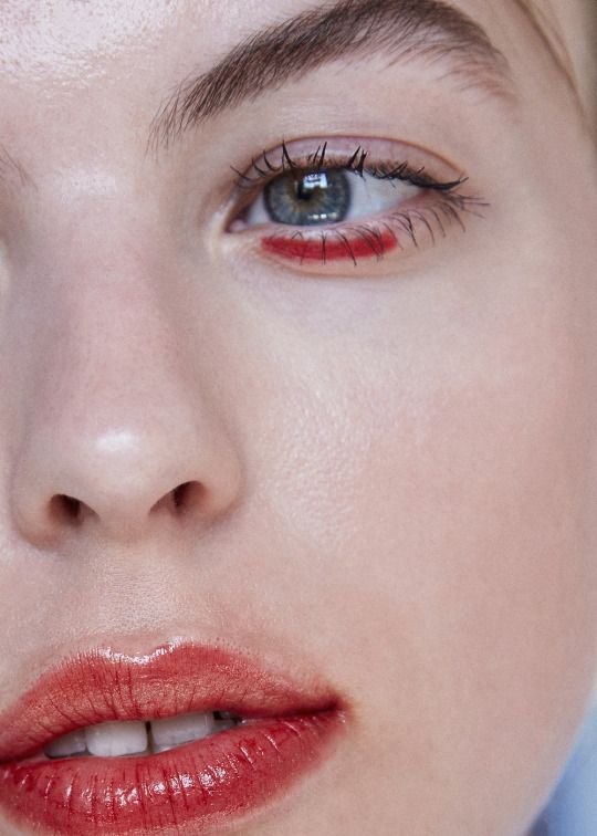 Graphic eye and stained lip. Beauty & Personal Care - skin care face - http://amzn.to/2meuFJD