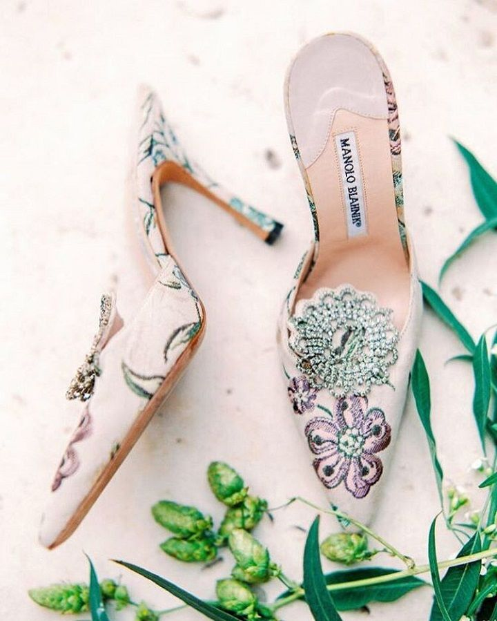 Manola Blahnik Floral Bridal Shoes | Floral wedding shoes #bridalshoes #floralshoes #weddingshoes