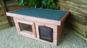 Outdoor Cat Shelter http://awesomecathouses.com/outdoor-cat-shelter