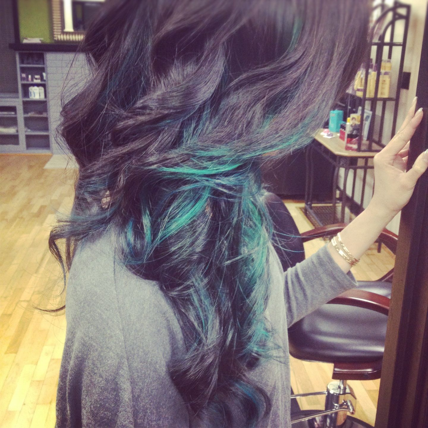 this is my hallmate's gorgeous teal hair! obsessed!