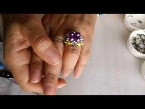 anillo  de perlas y chaquiras