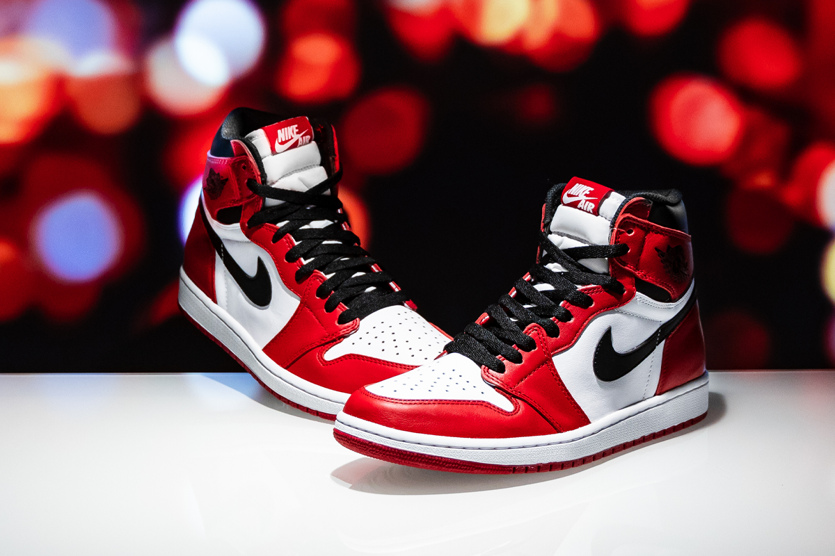 Air Jordan 1 Retro High Og Chicago 555088 101 In 2020 Air Jordans Jordan 1 Retro High Jordans