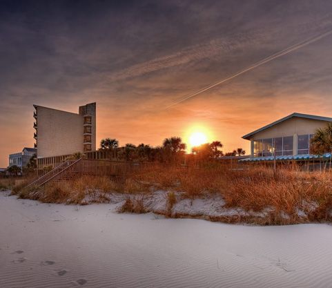 Long Weekend At Litchfield Inn Pawley S Island Sc In Every Outthrust Headland Curving Beach Grain Of Sand There Is The Story