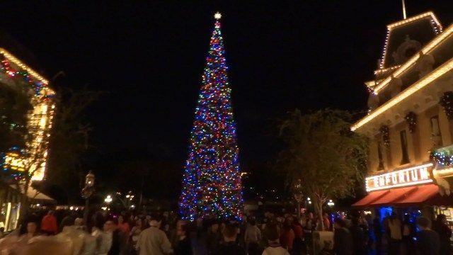 30 Awesome Disneyland Christmas Decorations Disneyland christmas