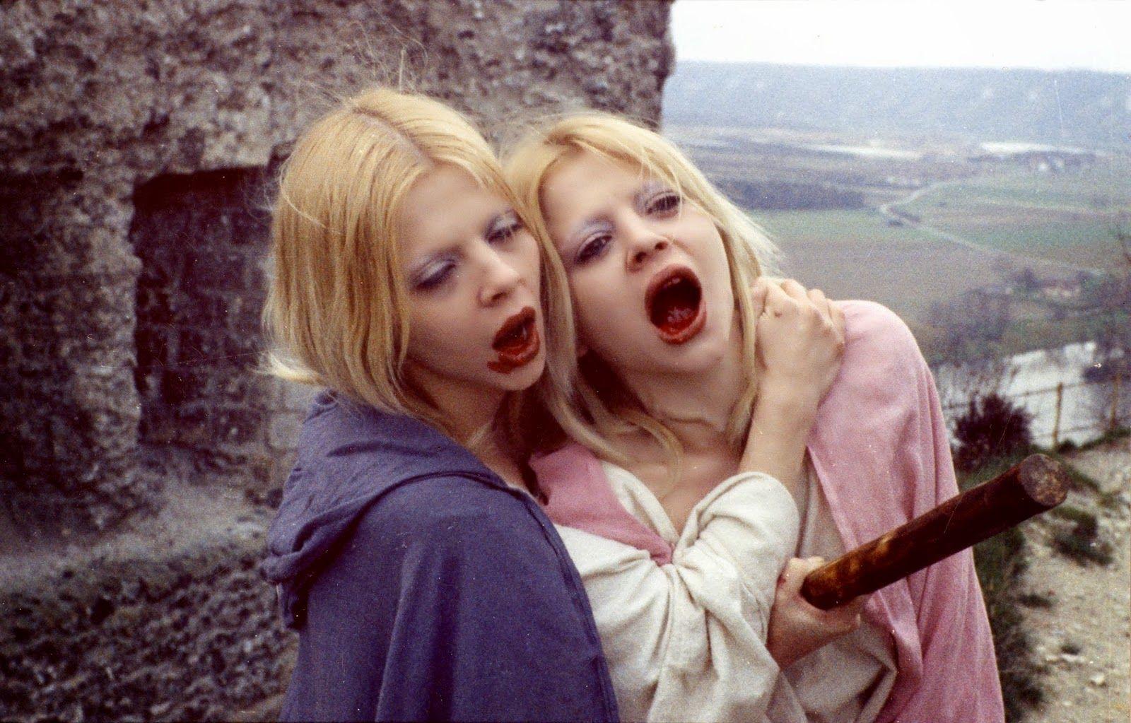 Requiem Pour Un Vampire 1971 Vampire Girls Horror Films Sinister