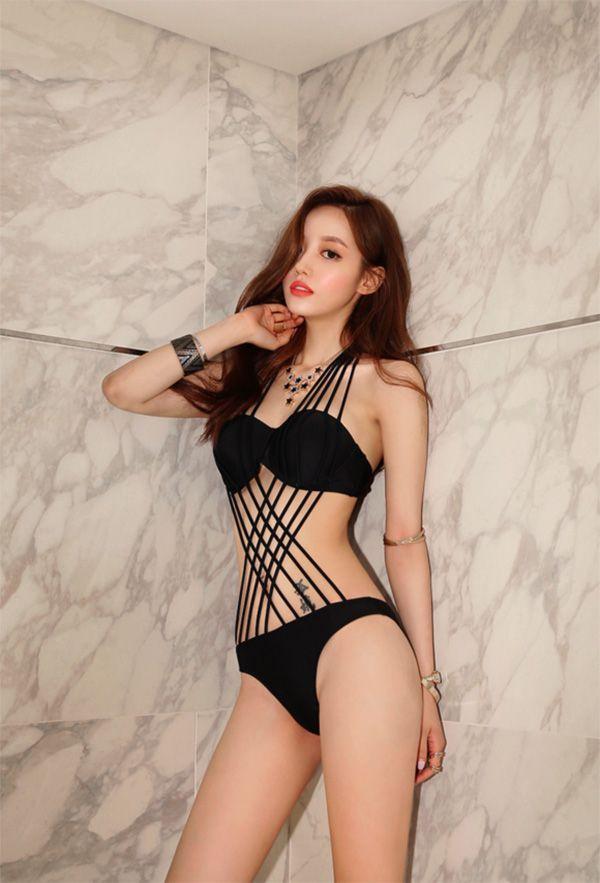 Beautiful Korean model Son Youn Ju in a sexy and stylish ...