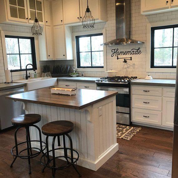 Farmhouse Kitchen Backsplash Ideas: Retro Homemade Sign