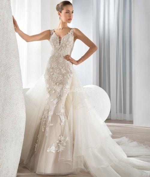 Mira este vestido que he encontrado en la aplicación de vestidos de Bodas.net: