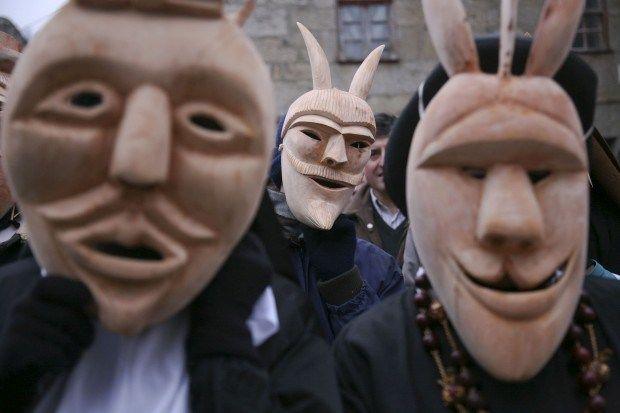 Lazarim, um Carnaval de caretos, demónios e senhorinhas - via Fugas Publico, 26.02.2011