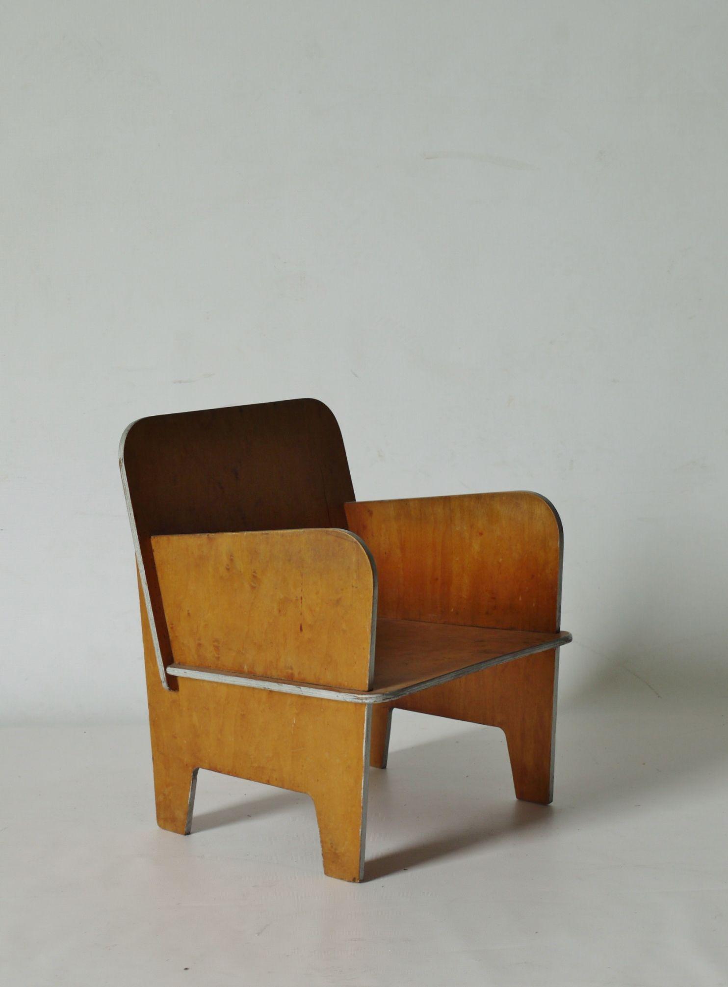 Sillón de madera del diseñador #Merzbau .#mobiliario #furniture #inspiración #inspiration #funcional #functional #decoración #deco #natural #madera #wood #diseño #design #sillón #armchair