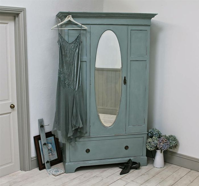 1001 Idees Pour Relooker Une Armoire Ancienne Comment Patiner Un Meuble Relooking Armoire Armoire Chambre