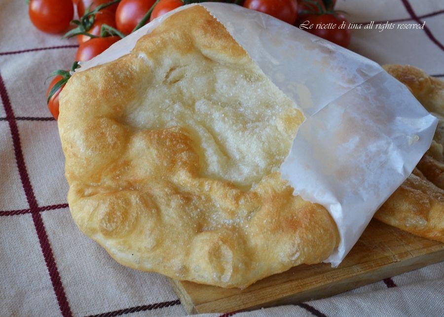 Ricetta Impasto Per Pizza Fritta Napoletana.Pizza Fritta Farcita Ricette Idee Alimentari Pizza Fritta