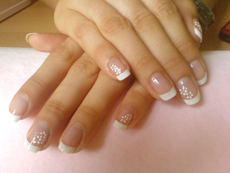 French Manicure White Flowers