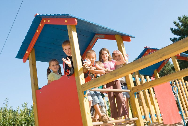 Deux aires de jeux pour les enfants de moins de 12 ans (avec images) | Aire de jeux, Jeux ...