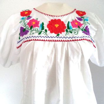 Women's Small Youth Large White Embroidered Mexican Blouse Shirt Hippie Boho