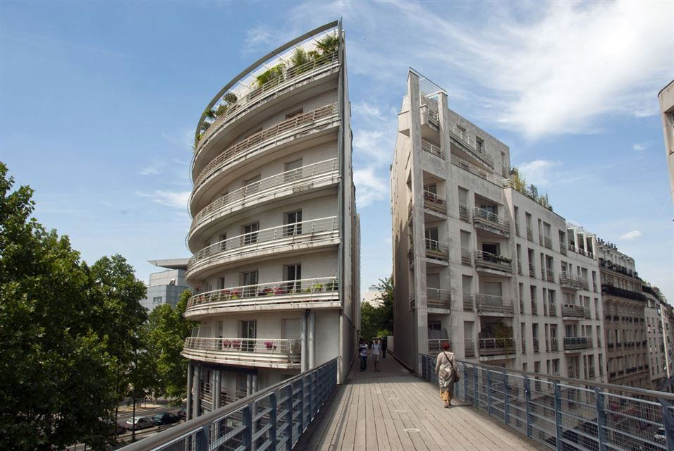 PARIS.- General view of the Le Viaduc Des Arts in La Coulee Verte, know as Planted Promenade, in Bastille neigbourhood, in Paris. AFP PHOTO / Pablo PORCIUNCULA