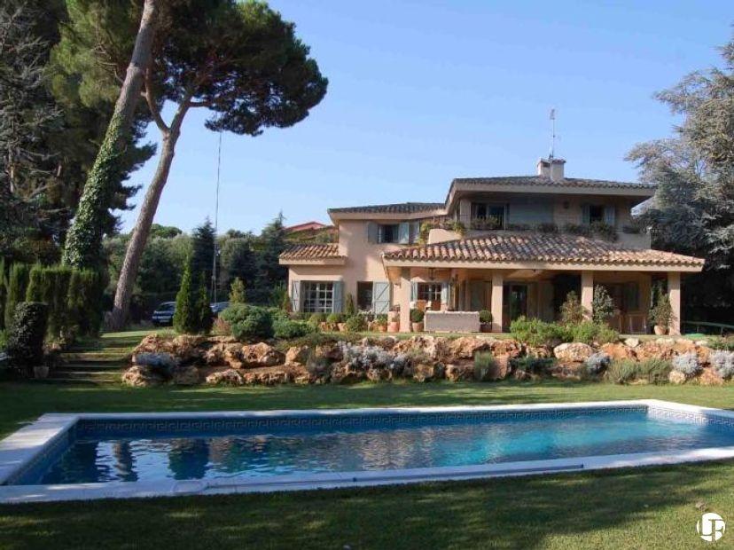 Elegante y c lida casa a la venta en llavaneres en la costa norte de barcelona propiedades en - Inmobiliaria la casa barcelona ...