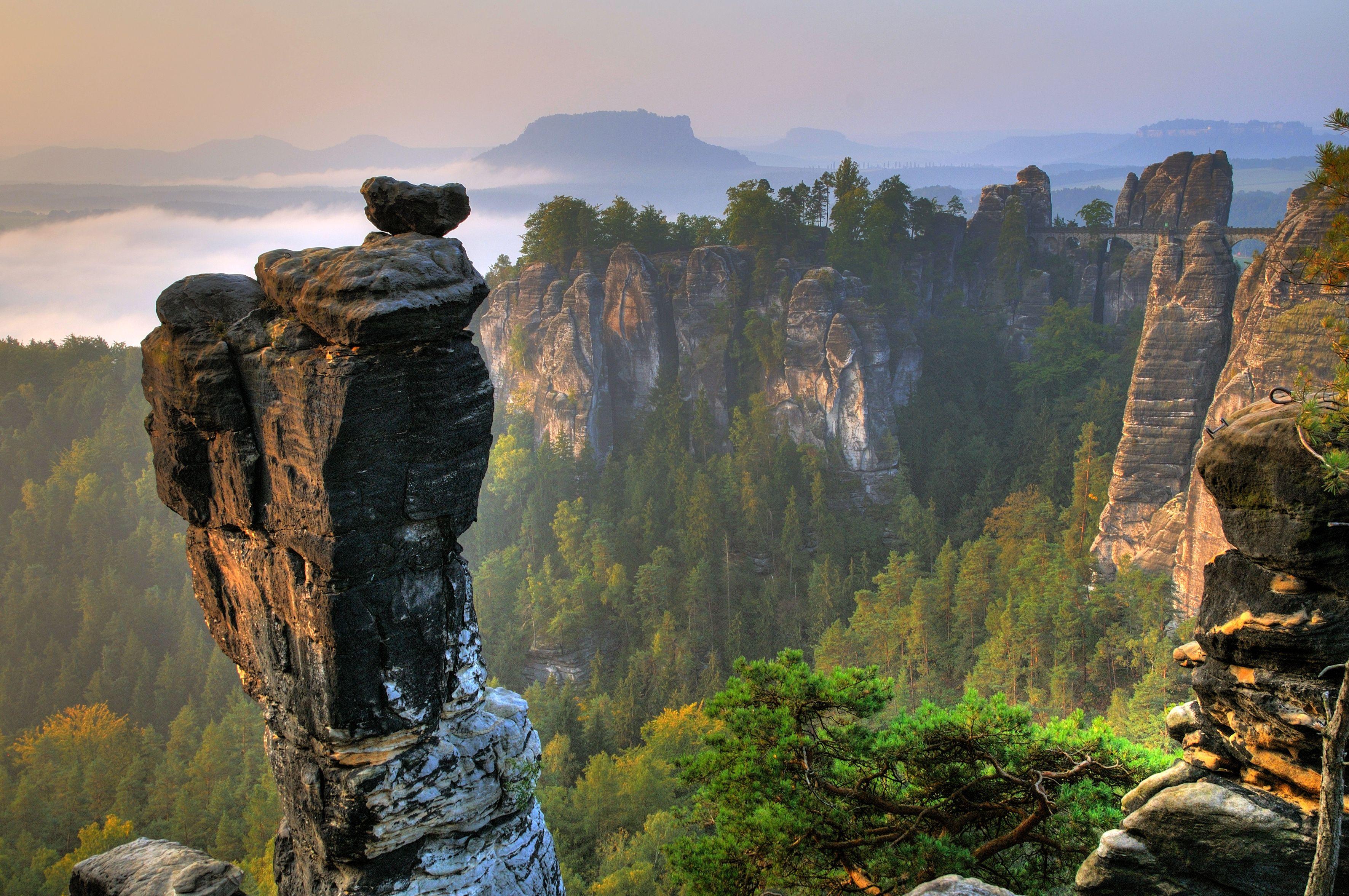 Traumhafte Kulisse Im Elbsandsteingebirge Hier Basteimassiv