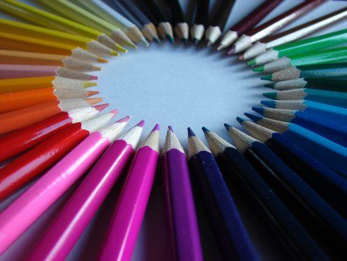 Cirkel van kleurpotloden.