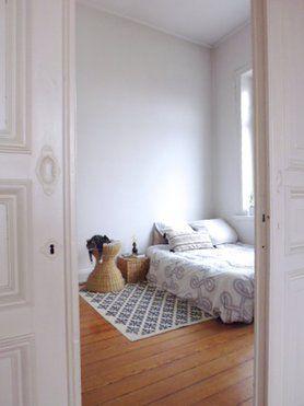 Schlafzimmereinblick #altbau #holzdielen #interior #skandinavisch # Schlafzimmer #wohnidee #katze