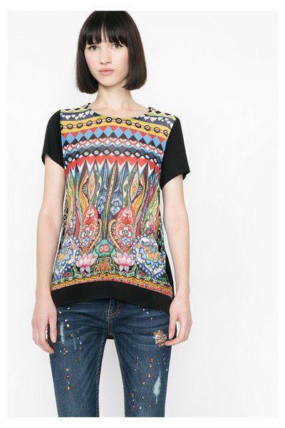 T-shirt stampata con orlo a camicia Desigual. Scopri la collezione primavera/estate 2016!