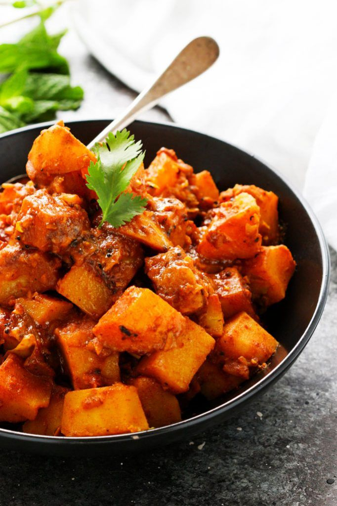 This Potato Vindaloo Is A Traditional Spicy Potato Curry Dish That S Perfect For A Vegetarian Lunch Or Dinner Vindaloo Curry Vindaloo Curry Recipes Vindaloo