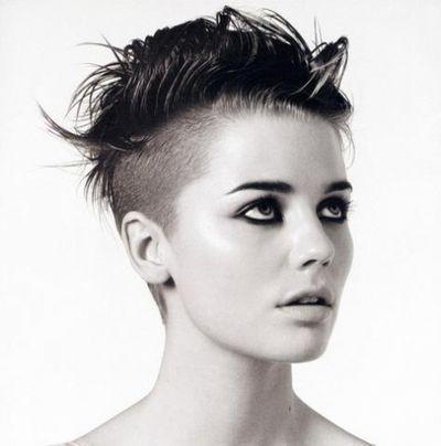 Coupe de cheveux court femme punk