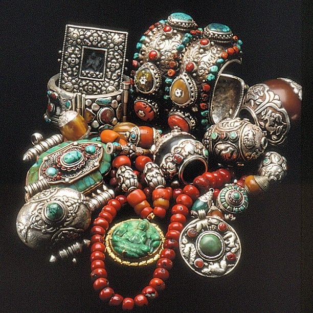 Chunky silver, coral & turquoise. What a beautiful combo! #intergem