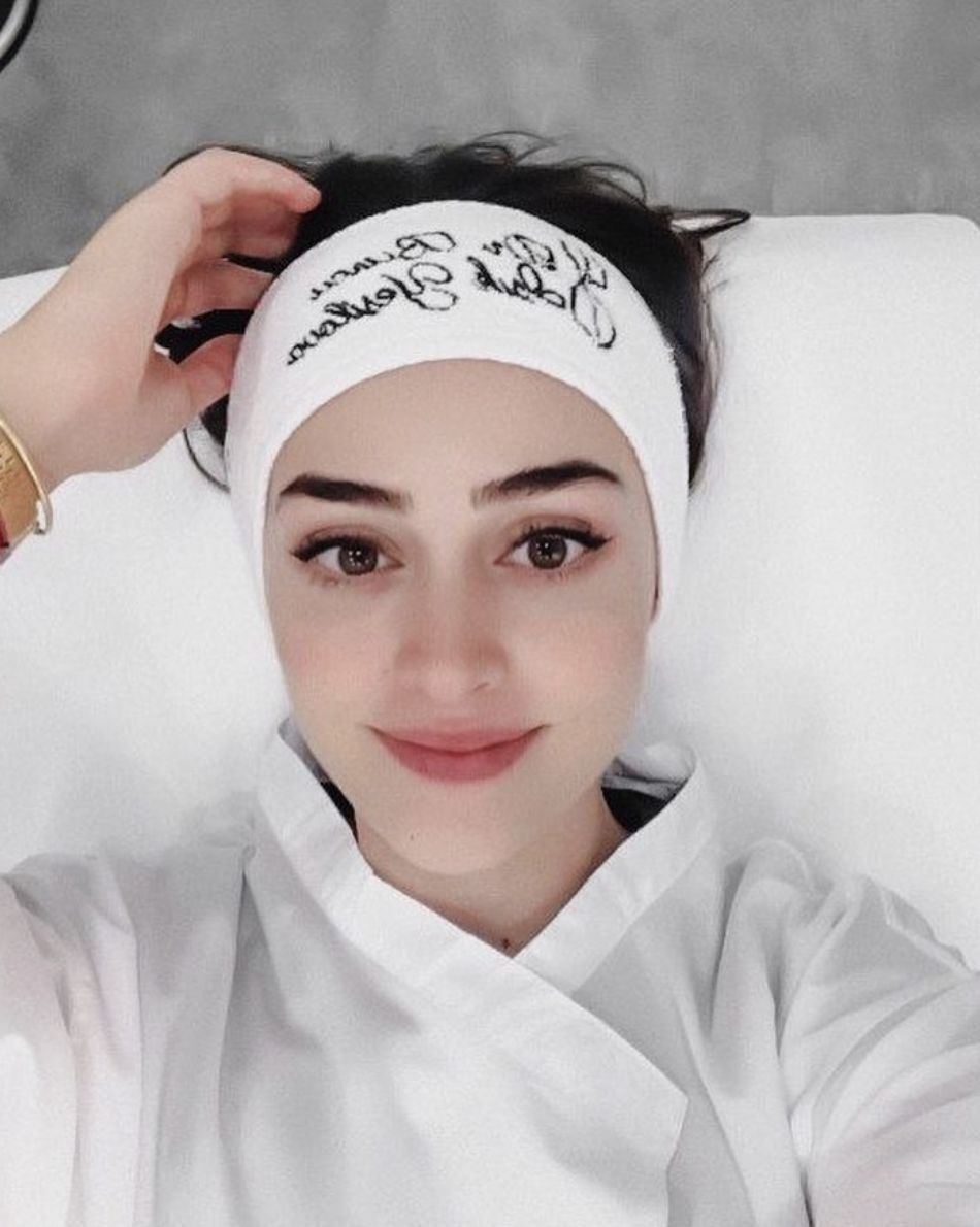 Esra Bilgic New Photo In 2021 Esra Bilgic Stylish Girls Photos Arabian Women