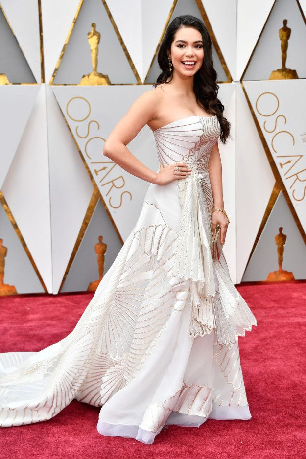 8. Auli'i Cravalho, a sublime white goddess, chose a glamorous yet youthful Rubin Singer for her first appearance at the 2017 Oscars.