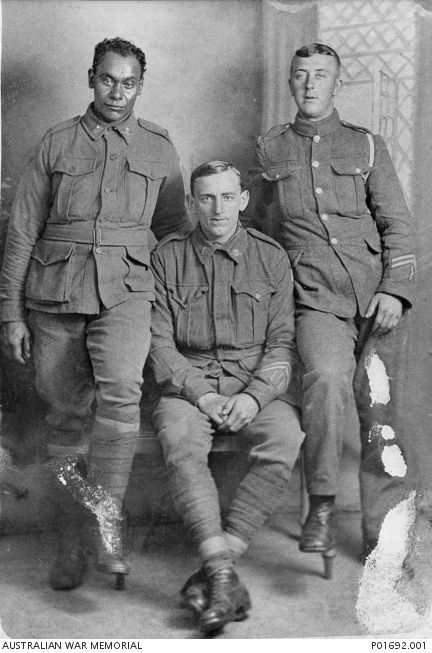 WWI: Group portrait of Australian soldiers, left to right ...