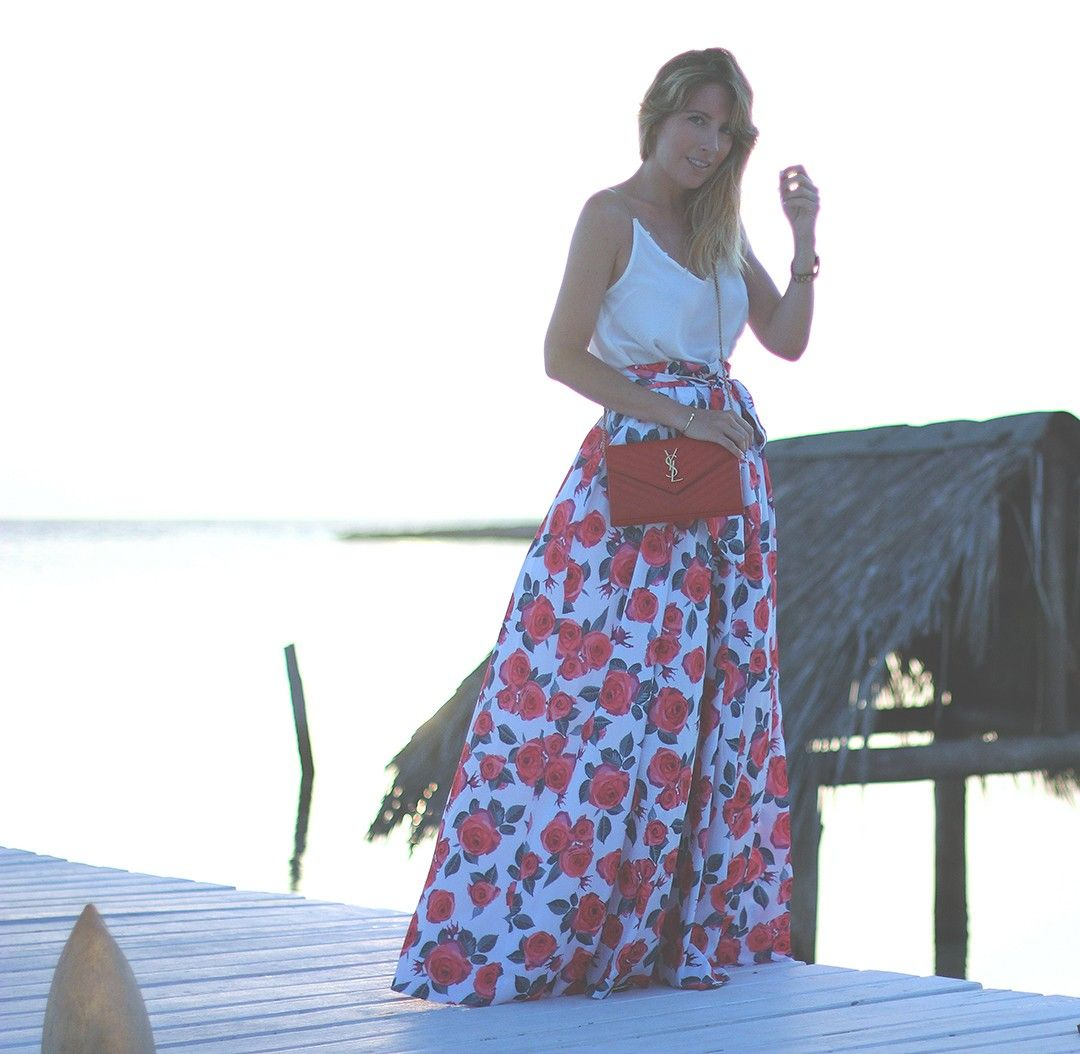 MEET ME AT SUNSET  Travel blogger with street style. Maxi skirt with white top by fashion blogger Monica Sors