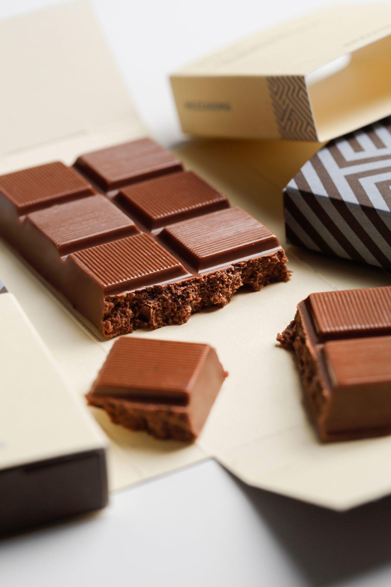 cioccolata milk mezzasoma puro cioccolato la latte con scaglie di fave di cacao