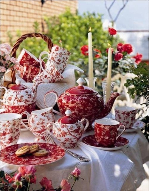 outdoor tea party.... LOVE LOVE the red !