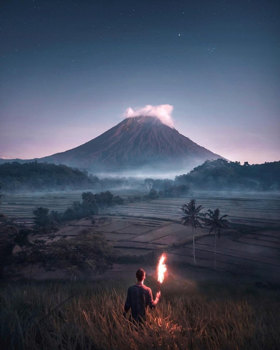 Now Discovering Mount Agung In Bali Indonesia With Visualsofjulius Mount Agung Or Gunung Agung Is A Volcano Di 2020 Fotografi Pemandangan Fotografi Alam Pemandangan
