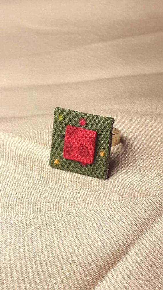Mira este artículo en mi tienda de Etsy: https://www.etsy.com/es/listing/259855250/anillo-handmade-tela-confetti-y