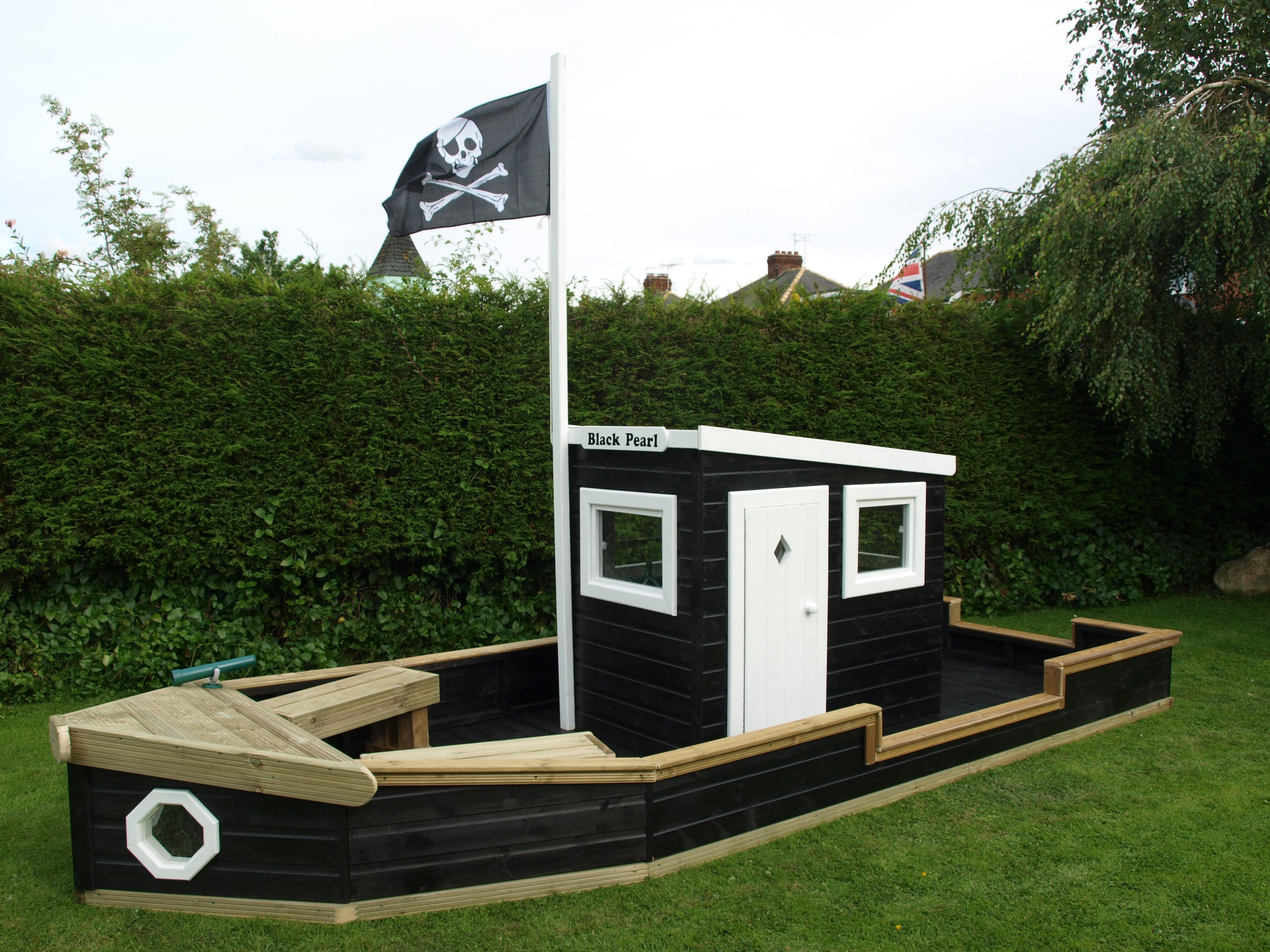 chris this one is so awesome i love the cabin and the pirate flag bibi. Black Bedroom Furniture Sets. Home Design Ideas