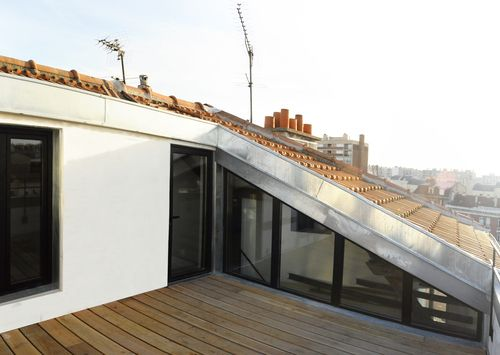 Architecte malakoff combles terrasse poutres for Amenagement terrasse balcon appartement