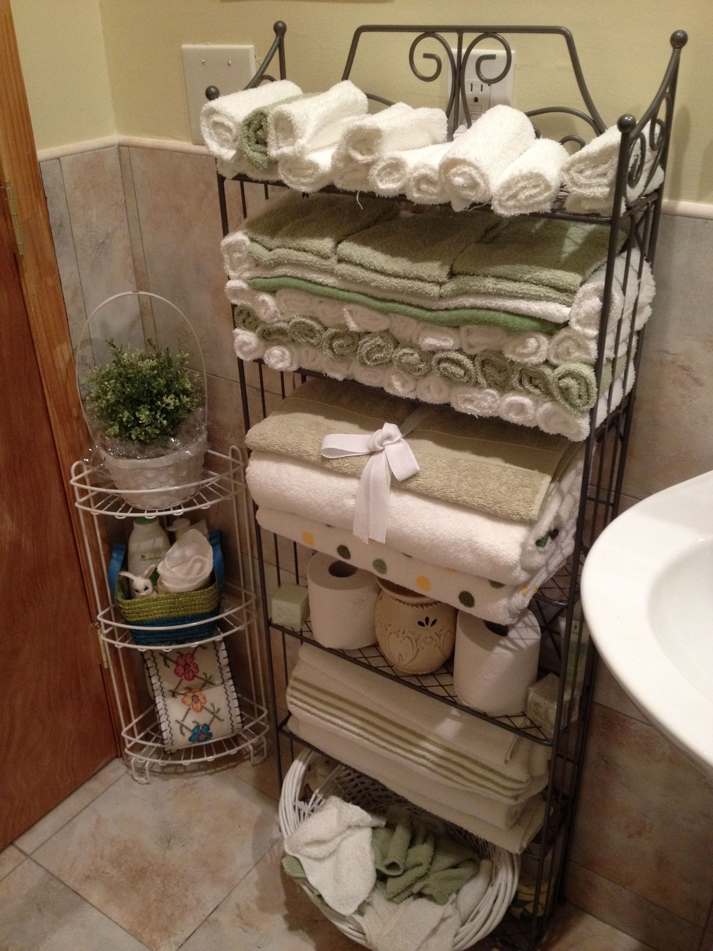 My Aunt Uses Washcloths Instead Of Hand Towels To Dry Hands Guests Put The Used Washcloths In A Basket She Then Washes The Towel Basket Towel Restroom Decor