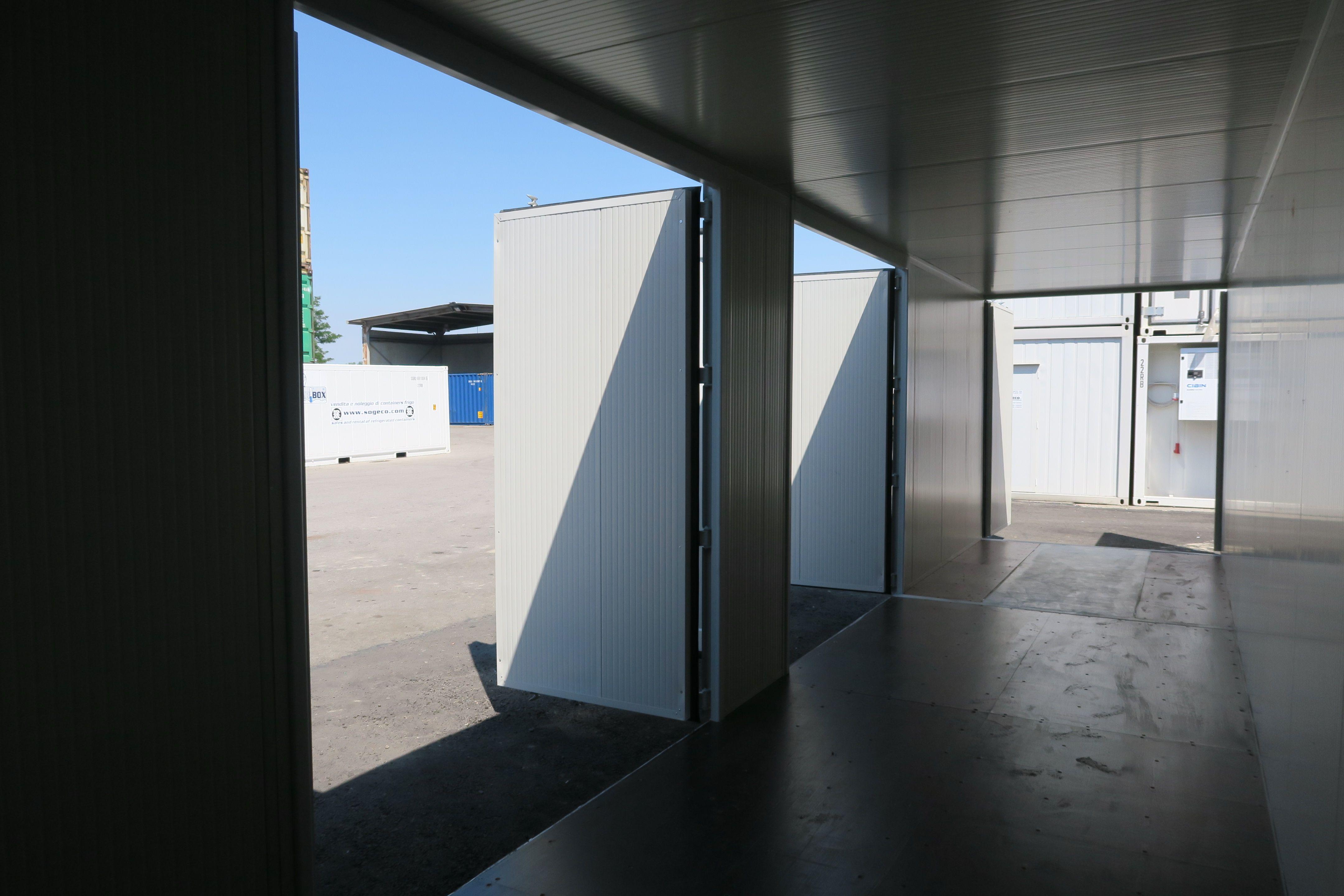 Sogeco International SA. Container 40' HCDD con porte a doppia anta costruite interamente in carpenteria metallica. Coibentazione interna.