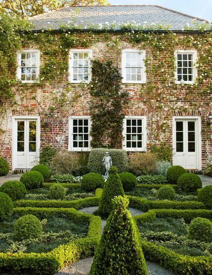 Gorgeous Formal Charleston Garden Charleston Gardens Beautiful Gardens Garden Design