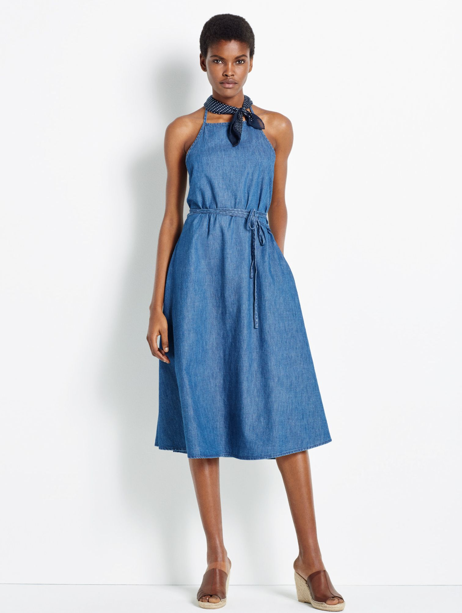 Abbie De Castro Denim Designer Gap Womens Denim Summer 2016 Lookbook Summer Dresses For Women Summer Dresses Denim Women [ 2005 x 1512 Pixel ]
