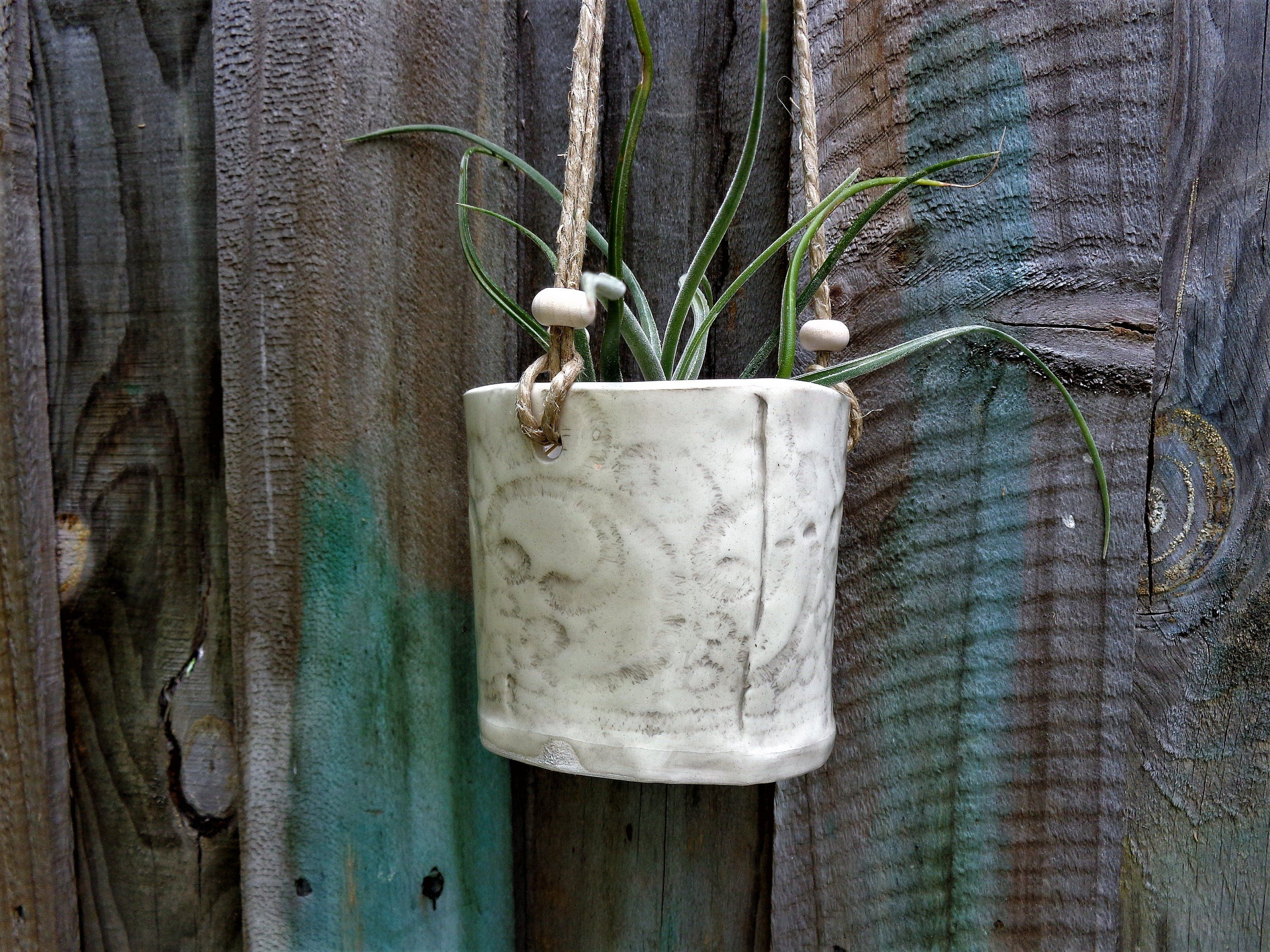 Small White Hanging Planter Rustic Farmhouse Lace Textured Indoor Outdoor Hanging Succulent Planter Pot Home Garden Patio Verandah Decor Hanging Planters Planter Pots Planters